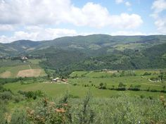 See a map of Tuscany's Chianti wine region with towns and find out tasting wine, taking a guided day tour to wineries, places to stay, and where to go.: Highlights of the Chianti Wine Region
