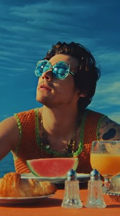 "Harry Styles wears four different outfits in his new music video for ""Watermelon Sugar,"" and they're the perfect summer style inspiration. Styles Harry, Harry Styles Pictures, Harry Edward Styles, Harry Styles Poster, Harry Styles Lockscreen, Harry Styles Wallpaper, Harry 1d, Mr Style, One Direction Pictures"