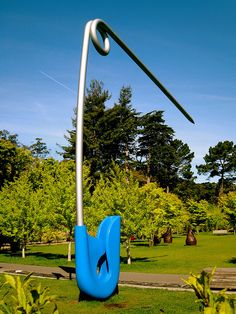 Giant safety pin -- De Young Museum in the Golden Gate Park, San Francisco. Cut something large from a magazine, paste it into a background that makes it look Gigantic! Approved by Andrea Beaty, author of WHEN GIANTS COME TO PLAY. Land Art, San Francisco, Cool Stuff, Sculpture Art, Sculptures, Sculpture Garden, Safety Pin Art, Safety Pins, Art Conceptual