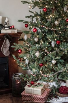 Christmas decorating tips and inspiration featuring a rustic mantel and decorated tree. Cabin Christmas, French Christmas, Christmas Mantels, Christmas Love, Rustic Christmas, Christmas Holidays, Christmas Trees, Winter Holidays, Merry Christmas
