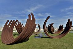 "Una foto del gruppo scultoreo ""Desordre"" dell'artista francese Bernar Venet"