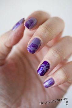 Kiss - Nail art - http://yournailart.com/kiss-nail-art/ - #nails #nail_art #nails_design #nail_ ideas #nail_polish #ideas #beauty #cute #love
