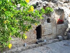 The Garden Tomb is believed to be the place that Jesus died and resurrected    Read more: http://www.beliefnet.com/JesusDaily/Features/15-Places-in-the-Holy-Land-to-Visit.aspx?p=4#ixzz1oEfIcGEX