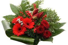 Kerstboeket rode ilex, rode rozen, rode amaryllis. http://www.regioboeket.nl/kerst/kerstboeket-rood