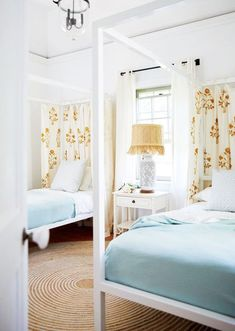 Quirky Home Decor A guest house beckons in Harbour Island Bahamas.Quirky Home Decor A guest house beckons in Harbour Island Bahamas Quirky Home Decor, Home Decor Kitchen, Cheap Home Decor, Coastal Bedrooms, Guest Bedrooms, Guest Room, Coastal Living, Villas, Beautiful Bedrooms