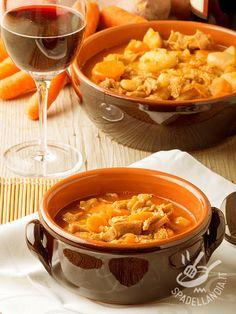 La Trippa alla milanese: un secondo gustosissimo che mette in tavola la tradizione culinaria italiana. Semplice ma saporita, adatta agli amanti del genere.
