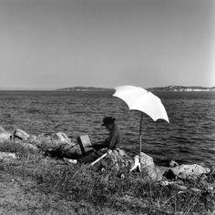 DOISNEAU Robert, Un peintre, vers Sainte-Maxime, photographie, août 1959