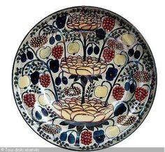 Birger Kaipiainen que pretty Pottery Plates, Ceramic Plates, Ceramic Pottery, Fine Porcelain, Porcelain Ceramics, Art Nouveau, Pottery Sculpture, Nordic Design, Ceramic Artists