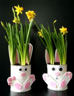 To Make Adorable Tin Can Bunny Planters For Spring! Want a quick and easy gardening with kids craft idea for Easter? Our adorable Tin Can Bunny Planters use up recyclables already found in your home!Want a quick and easy gardening with kids craft idea for Wine Bottle Crafts, Mason Jar Crafts, Easy Crafts, Diy And Crafts, Easy Easter Crafts, Tin Can Crafts, Diy Y Manualidades, Cute Easter Bunny, Adorable Bunnies