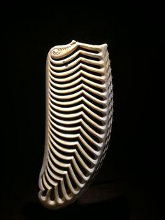 Rangi Kipa Wood Carving Art, Bone Carving, Abstract Sculpture, Sculpture Art, Ethnic Jewelry, Maori Tribe, Maori Art, Horns, Arts And Crafts