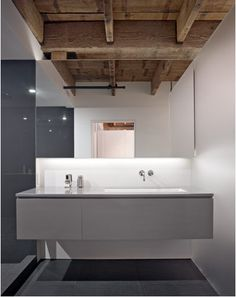 The striking Oriental Warehouse Loft by Edmonds + Lee Architects is a modern architectural residence in the South Beach neighborhood of San Francisco. Modern Residential Architecture, Interior Architecture, Modern Loft, Modern Industrial, Loft Design, House Design, Warehouse Loft, Living Roofs, Loft Spaces