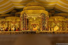 Lots Of Eye Pleasing Details At This Wedding Extraordinaire Shopzters Indian Wedding Stage, Indian Wedding Couple Photography, Wedding Stage Design, Indian Bridal, Wedding Hall Decorations, Marriage Decoration, Backdrop Decorations, Wedding Entrance, Wedding Mandap