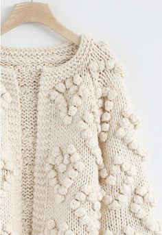 Tricoter Votre Amour Cardigan en Ivoire - Retro, Indie and Unique Fashion Casual Winter Outfits, Winter Fashion Outfits, Unique Fashion, Pretty Outfits, Cool Outfits, Hand Knitting, Knitting Patterns, Boro Stitching, Stylish Clothes For Women