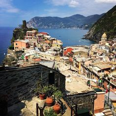 #vernazza #landscapes #wanderlust #igerseverywhere #lapellicolachenonce #iphone #italy #bestplacetogo #parcocinqueterre #unbelievableblue