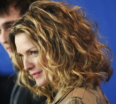 The Best Hairstyles for Naturally Curly Hair: Michelle Pfeiffer's Hairstyle is Naturally Super Curly and Super Gorgeous