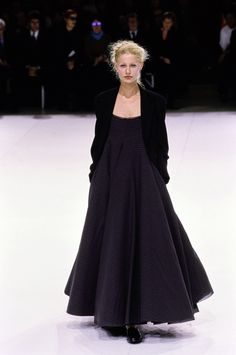 Yohji Yamamoto Spring 1999 Ready-to-Wear Collection Photos - Vogue
