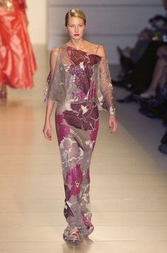 Valentino at Paris Fashion Week Spring 2001 - Runway Photos