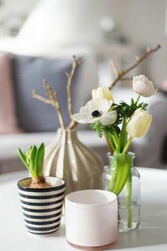 dekorieren frühlingshaft Tulpen Hyazinthe Zweige herrliches Arrangement
