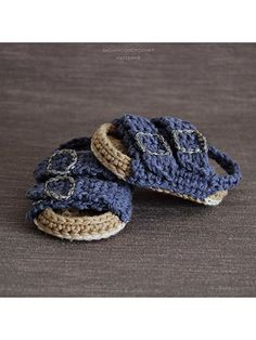 You will receive elaborated written PDF in ENGLISH and SPANISH for crocheting this original baby sandals which remind us the traditional Birkenstock sandals.Crochet Docs, Vans, and Birkenstock-Inspired Patterns By ShowroomCrochetAdorable Summer Baby Shoes Crochet Baby Sandals, Crochet Shoes, Crochet Baby Booties, Crochet Slippers, Crochet Slipper Pattern, Knitted Baby, Baby Knitting, Basic Crochet Stitches, Crochet Basics