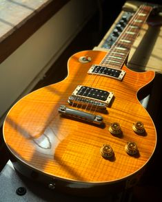 What do you think of the amber maple top on this Gibson Les Paul Classic from 1993? Give it a spin and see every detail with our 360 photo at elderly.com. Gibson Les Paul, Electric Guitars, Spin, Amber, Detail, Classic, Top, Collection, Derby
