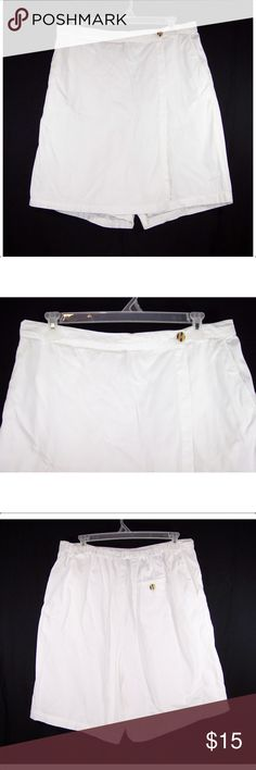 MAINSTREET BLUES 20W White Skort This Skort is pre-owned in great condition, no holes, tears or stains. It's white in color, has a button and zip fly with a flap that goes across the front to hide the shorts making it look like a skirt, looks like shorts in the back with an elastic waistband, side seam slash pockets, fabric is 100% cotton and machine washable. Measurements: waist-36 to 47 (stretched), hips-54, shorts rise-14 1/2, shorts inseam-8 skirt length-20 1/2. Mainstreet Blues Shorts…