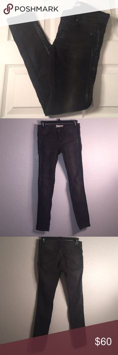 "Black Wash Faux Leather Side Trim Size 25. Free People Black Wash with Faux Leather Side Trim. Stretchy. Rise7"" Inseam 28"". Preowned and plenty of use left in these super cute jeans. Retails for $98. Free People Jeans Skinny"