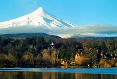 PUCÓNis thelargestresortlake areaand capital of outdoors tourism inChile.Locatedon the edge ofLakeVillaricaoffers activitiesbothin winter timeand summer beingthe summer season the peak demand.Hot Springs,ski resortandseveral beaches confirmed it as afirst class touristcityinChile.
