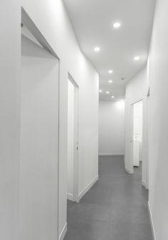 Ayeneh Office designs minimal interior for Iranian dental clinic Dental Office Design, Office Interior Design, Interior Walls, Office Interiors, Office Designs, Navy Bedrooms, Hotel Corridor, Cabinet Medical, Clinic Design