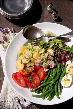Dalla Mia Cucina: Julia Child's Salade Nicoise - no recipe, just inspiration Osvaldo Gross, Nicoise Salad, Tuna Salad, Cooking Recipes, Healthy Recipes, Healthy Salads, Healthy Food, Nigella Lawson, How To Cook Quinoa