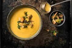 Süsskartoffelsuppe mit Aprikosenknusper Le Curry, Thai Red Curry, Ethnic Recipes, Tags, Vegetarian, Drizzle Cake, Sweet Potato, New Recipes, Stew