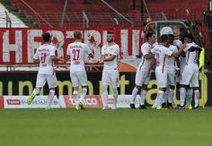 Der FC Red Bull Salzburg gewinnt bei Admira Wacker Mödling mit 4:0 (1:0) und…