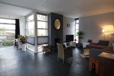 Op een rustige locatie in een ruim opgezette en kindvriendelijk woonwijk gelegen goed onderhouden vrijstaande woning met fraaie uitbouw, bijkeuken en garage. De woning is in 2013 voorzien van een aanbouw en heeft een werkkamer op de begane grond. Het
