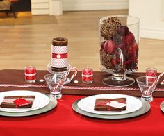Entertaining guru Jennifer Sbranti shows us how to throw a super chic Christmas party that infuses rich browns and sparkly silvers with a traditional red-and-white palette.
