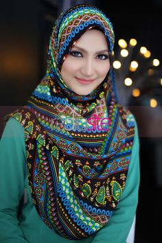 Pin Image by American Hit Arab Fashion, Islamic Fashion, Muslim Fashion, Fashion 2020, Unique Fashion, Womens Fashion, Beautiful Muslim Women, Beautiful Hijab, Hijabi Girl
