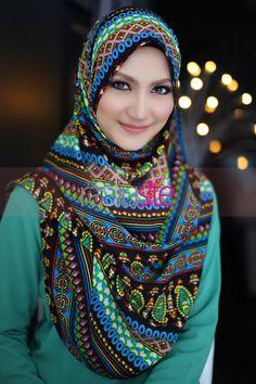 Pin Image by American Hit Arab Fashion, Islamic Fashion, Muslim Fashion, Fashion 2020, Unique Fashion, Womens Fashion, Beautiful Muslim Women, Beautiful Hijab, Hijabi Girl
