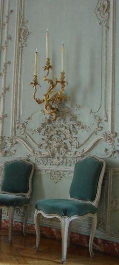 French Chateau home décor plaster wall motifs ● Rococo Room Deco, Home Decoracion, Belle Villa, Paris Apartments, Parisian Apartment, Apartment Interior, Interior Decorating, Interior Design, Rococo Style