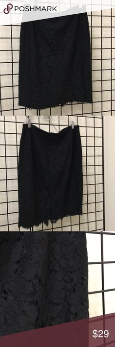"""Banana republic lace skirt Almost new lace skirt it fit as a pencil  it has lining  the Length is  24"""" from top to bottom Banana Republic Skirts Pencil"""
