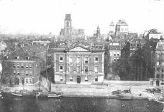 Een prachtige foto van de Coolsingel en Coolvest met in het midden het Erasmiaans Gymnasium en rechts winkelgalerij de Passage. Op de achtergrond o.a. de toren van de Sint-Laurenskerk. De foto is gemaakt tussen 1898 en 1902. Op deze plek vind je nu ongeveer het Beursplein.