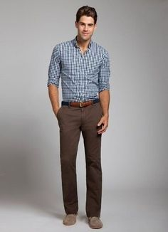 This combo of a white and navy gingham long sleeve shirt and dark brown chinos will enable you to keep your off-duty style clean and simple. A pair of brown suede chukka boots will seamlessly integrate within a variety of outfits.