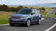 The 2018 Land Rover Range Rover SVAutobiography is a special edition SUV from Land Rover. It is a great car that can run laps around any of its competitors. Range Rovers, Range Rover Sport, Range Rover 2018, The New Range Rover, New Land Rover, Range Rover Evoque, Ranger, Landrover Range Rover, Rolls Royce Cullinan