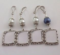 Wedding bouquet photo charms. 4x Pearl memorial charms. Small frames for a bridal bouquet. Brides gift- white or navy blue. https://www.etsy.com/listing/253007200/wedding-bouquet-photo-charms-4x-pearl?utm_campaign=crowdfire&utm_content=crowdfire&utm_medium=social&utm_source=pinterest