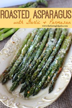 Roasted Asparagus with Garlic & Parmesan is a quick and delicious vegetable recipe. You can't go wrong with fresh asparagus, garlic and parmesan! Only use full size asparagus Roasted Asparagus with Garlic & Parmesan: sooo yummy! I don't put any garlic on Yummy Vegetable Recipes, Healthy Recipes, Vegetable Side Dishes, Side Dish Recipes, Healthy Snacks, Vegetarian Recipes, Healthy Eating, Cooking Recipes, Vegetable Samosa