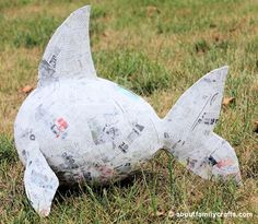 Make a Paper Mache Pinata Fish – About Family Crafts Paper Clay, Paper Art, Paper Crafts, Paper Mache Crafts For Kids, Paper Mache Pinata, Paper Mache Projects, Rainbow Fish, Under The Sea Party, Family Crafts