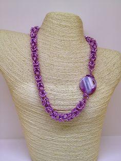 Collana con catena in alluminio viola e pietra dura