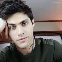 When he smiles, his whole face lights up. Matthew Daddario live on Twitter.