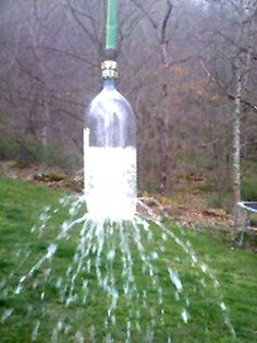 Take a 2 liter soda bottle, poke holes in it. Attach to a garden hose. Toss over a tree branch and let hang for a kids water sprinkler. Think I found my new sprinkler to go for next summer! :) perfect for the kids I babysit! Kids Crafts, Projects For Kids, Diy Projects, Baby Crafts, Homemade Sprinkler, Do It Yourself Baby, Splash Pad, Soda Bottles, Plastic Bottles