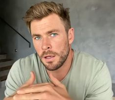 """ Chris Hemsworth's beauty is descomunal. I'm dead. Handsome Men Quotes, Handsome Arab Men, Chris Hemsworth Thor, Short Fade Haircut, Hairstyle Short, Strong Woman Tattoos, Hemsworth Brothers, Beautiful Women Quotes, Woman Sketch"