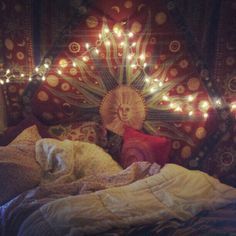 How about bringing bohemian decoration to your home, the choice of free and creative souls? If the idea of a colorful and unorthodox living space attracts you, you are at the right spot. Here's all about the bohemian decoration. Tapestry Bedroom, Bedroom Bed, Bedroom Decor, Bedroom Ideas, Bedroom Inspiration, Warm Bedroom, Bedroom Wardrobe, Bedroom Inspo, Dream Bedroom