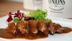 Una receta de carrilleras al Pedro Ximénez muy fácil de preparar. Disfruta de esta tierna y jugosa carne cubierta por una aromática salsa de vino.