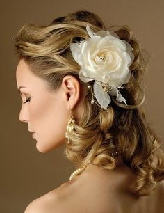 Hair Designs For Wedding Party / Bridal Hair Design / Short and Log Hairstyles / Hair Makeup Curly Wedding Hair, Romantic Wedding Hair, Romantic Hairstyles, Vintage Wedding Hair, Wedding Hair Flowers, Wedding Hairstyles For Long Hair, Long Curly Hair, Wedding Beauty, Bride Hairstyles